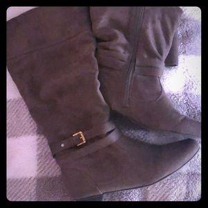 Shoes - Cozy, comfortable, cute tan suede 👢 's